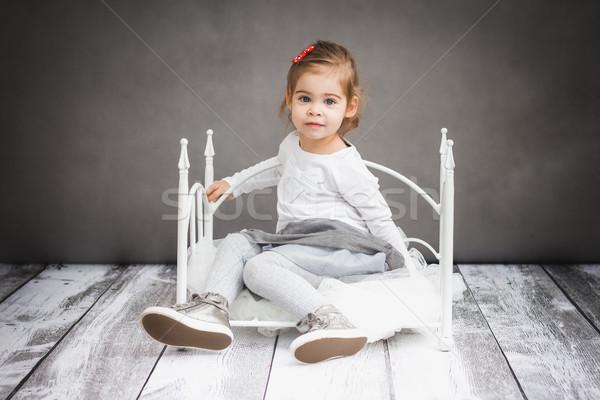 Küçük kız küçük yatak küçük sevimli Stok fotoğraf © superelaks