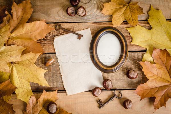 çerçeve kâğıt sonbahar yaprakları eski boş kağıt ahşap masa Stok fotoğraf © superelaks