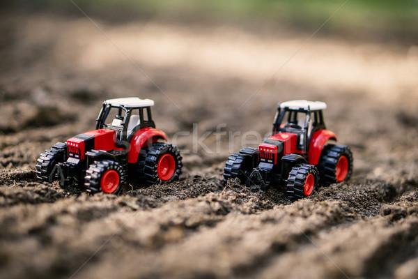 Speelgoed veld klein Rood werk aarde Stockfoto © superelaks
