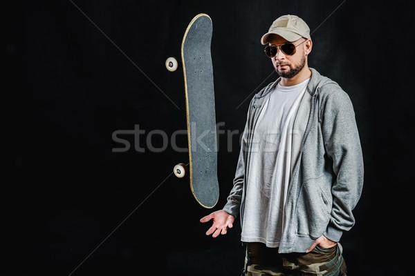 Adam kaykay siyah adam el siyah ahşap Stok fotoğraf © superelaks