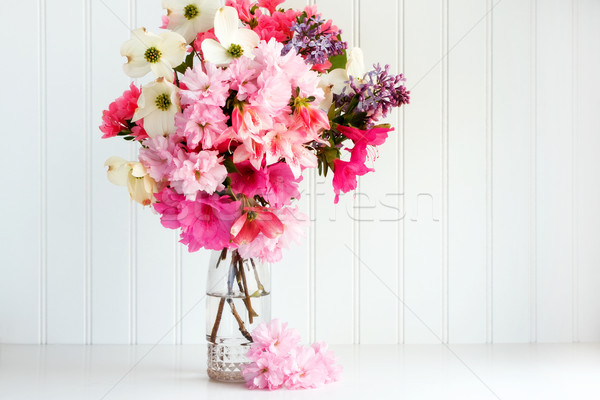 Printemps floral bouquet verre blanche cerise Photo stock © susabell