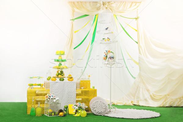 Foto stock: Casamento · sobremesa · tabela · belo · mão · bolo