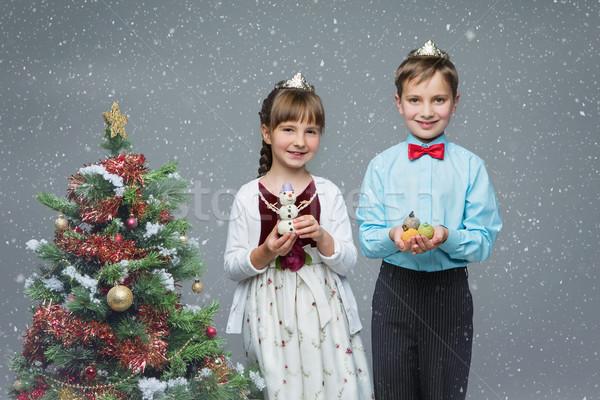 Foto stock: Crianças · árvore · de · natal · belo · pequeno · menino · menina