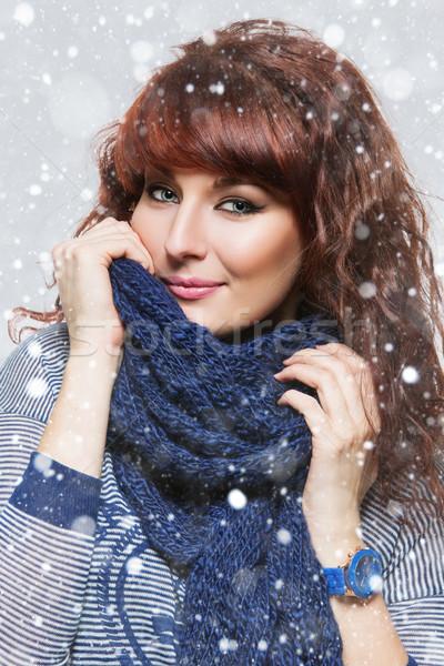 Vrouw gebreid wol sjaal jonge mooie vrouw Stockfoto © svetography