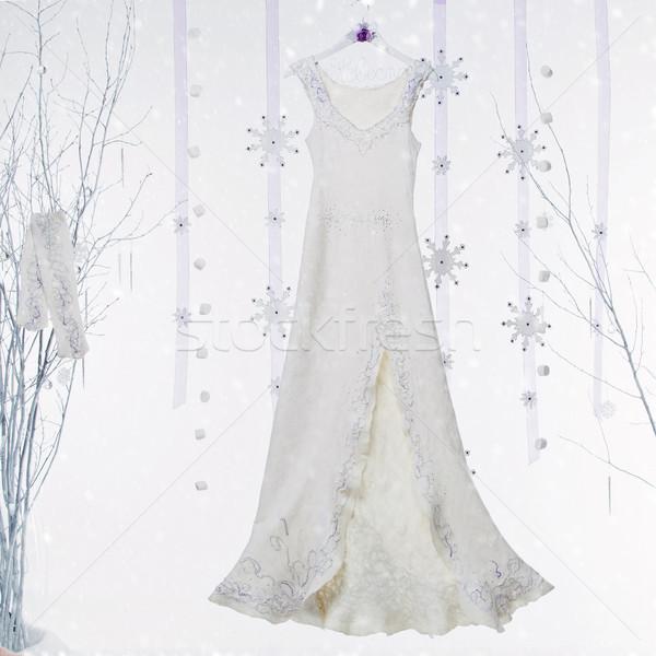 Tél esküvői ruha gyönyörű fehér hosszú lila Stock fotó © svetography