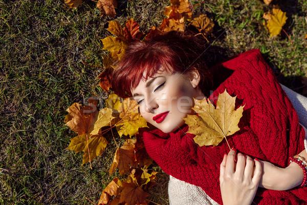 Vörös haj lány ősz juharlevél gyönyörű fiatal nő Stock fotó © svetography