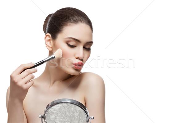 Gyönyörű lány jelentkezik bőrpír ecset gyönyörű fiatal nő Stock fotó © svetography