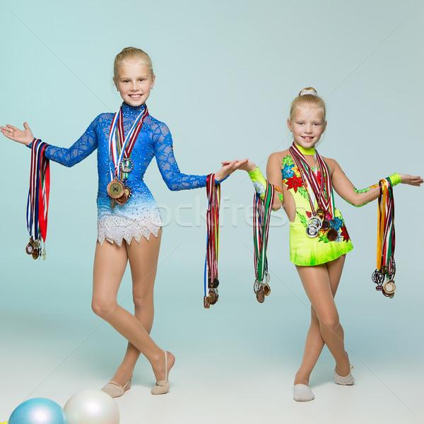 Fiatal medálok kettő stúdió lány gyermek Stock fotó © svetography
