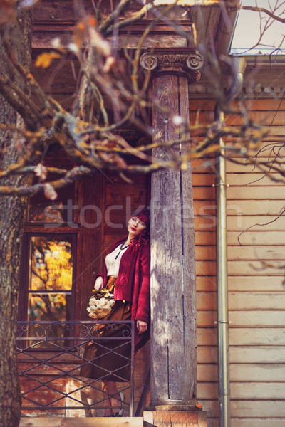 Fille permanent vieille maison balcon belle jeune femme Photo stock © svetography