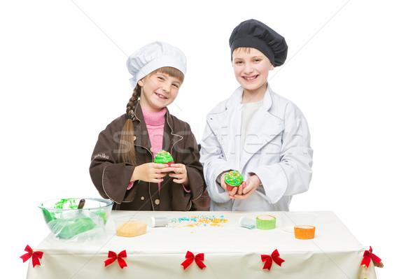 Gyerekek készít karácsony minitorták gyönyörű fiú Stock fotó © svetography