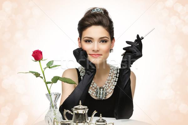Hermosa estilo retro mujer hermosa morena Rose Red Foto stock © svetography