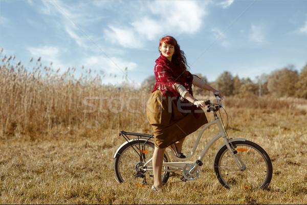 Csinos lány lovaglás bicikli mező gyönyörű Stock fotó © svetography