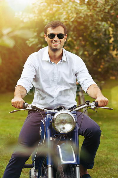 Homem bonito retro motocicleta homem ao ar livre tiro Foto stock © svetography