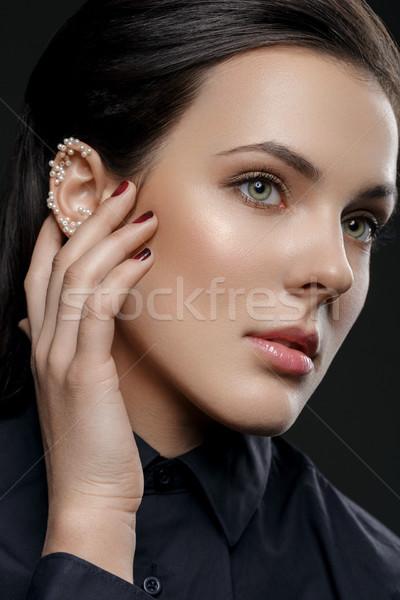 Güzel kız inciler kulak güzel genç kadın doğal Stok fotoğraf © svetography