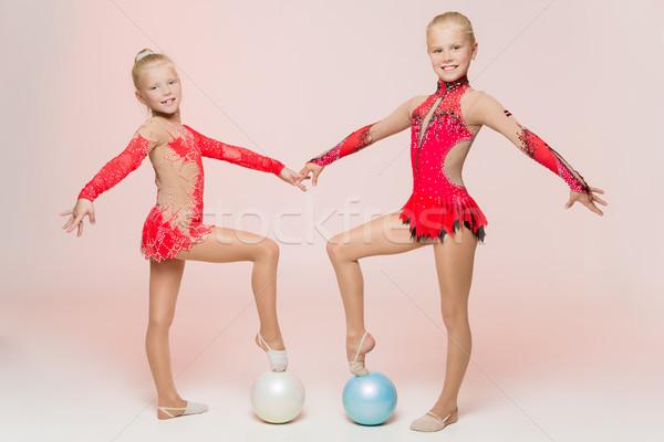 Dois bonitinho artístico para cima estúdio menina Foto stock © svetography