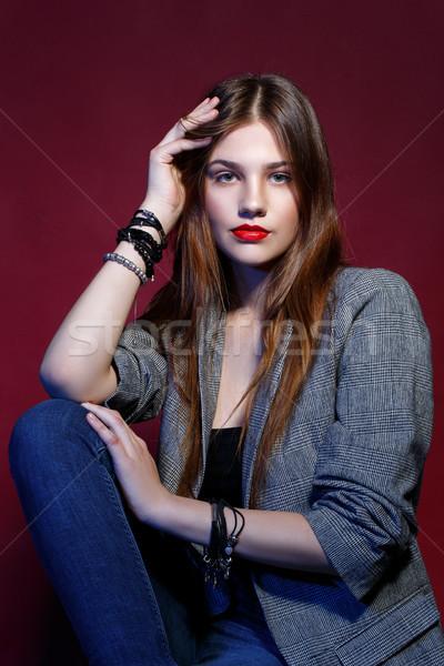 Gyönyörű lány kabát piros ajkak gyönyörű fiatal nő természetes Stock fotó © svetography
