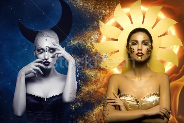 Stockfoto: Maan · zon · meisjes · twee · mooie · jonge · vrouwen