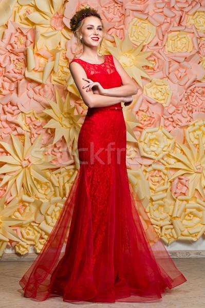 Trouwjurk Rood.Mooi Meisje Trouwjurk Mooie Jonge Vrouw Rood Stockfoto