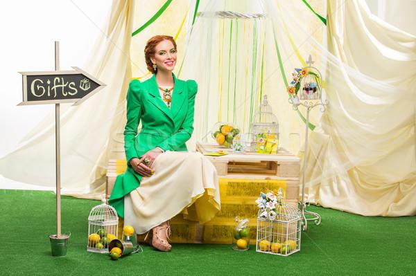 Stockfoto: Meisje · Geel · jurk · groene · jas · mooie
