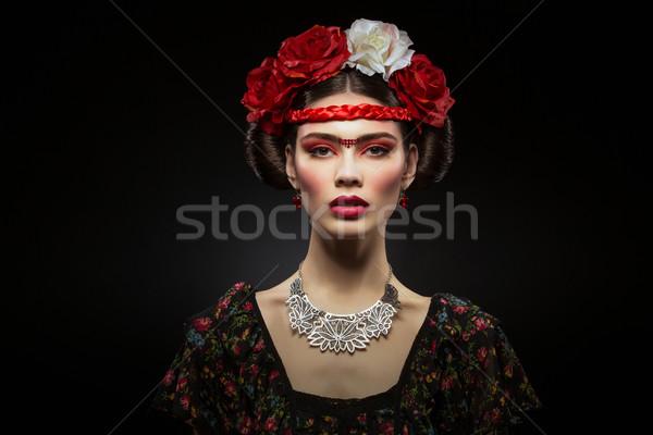 Gyönyörű lány piros ajkak virágok gyönyörű fiatal nő fényes Stock fotó © svetography