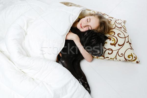 Tinilány alszik kutya tinilány ágy fekete Stock fotó © svetography