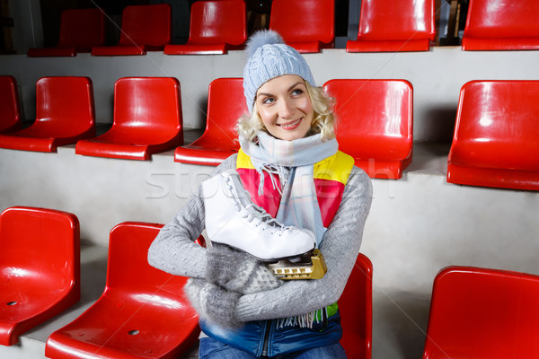 Mooi meisje winter kleding schaatsen mooie blond Stockfoto © svetography