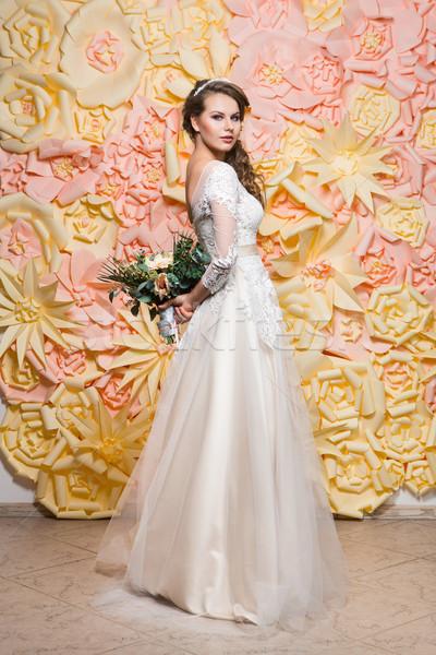 Mooi meisje trouwjurk mooie donker haar jonge vrouw champagne Stockfoto © svetography