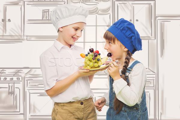 Gyerekek tart sündisznó forma gyümölcs falatozó Stock fotó © svetography