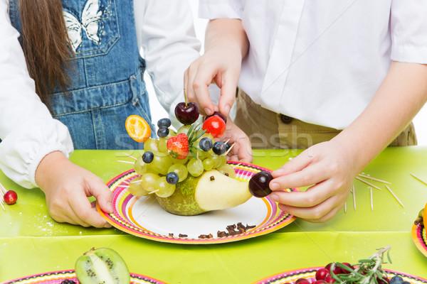 çocuklar meyve kirpi atış Stok fotoğraf © svetography