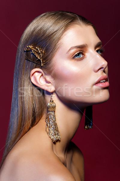 Mooi meisje lang oorbellen mooie jonge vrouw rechtdoor Stockfoto © svetography