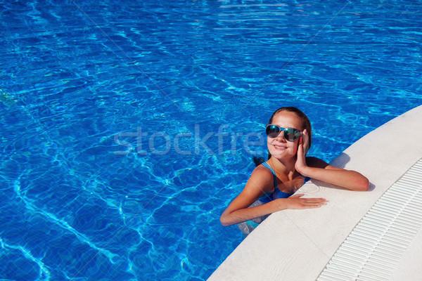 Tienermeisje ontspannen zwembad mooie teen leeftijd Stockfoto © svetography