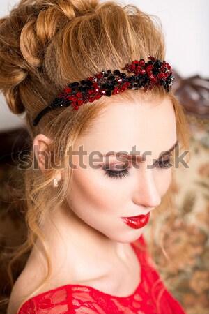 Сток-фото: красивая · девушка · красный · макияж · Перу · корона · ярко