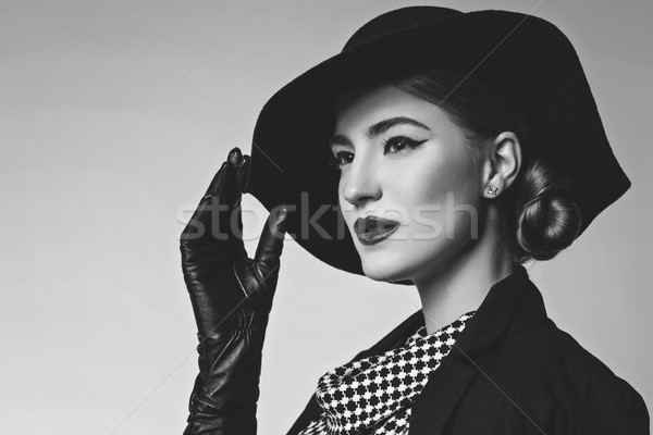 Gyönyörű nő retro ruha gyönyörű fiatal nő piros ajkak Stock fotó © svetography
