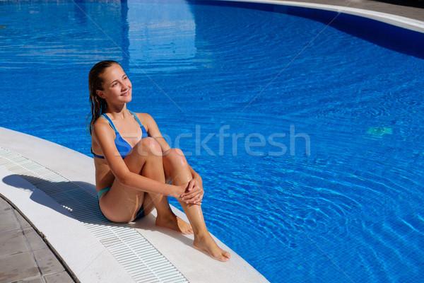 Genç kız rahatlatıcı yüzme havuzu güzel genç yaş Stok fotoğraf © svetography