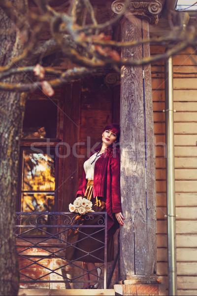 Menina em pé casa velha varanda belo mulher jovem Foto stock © svetography