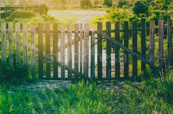 Cerca nascer do sol fazenda madeira Foto stock © sweetcrisis