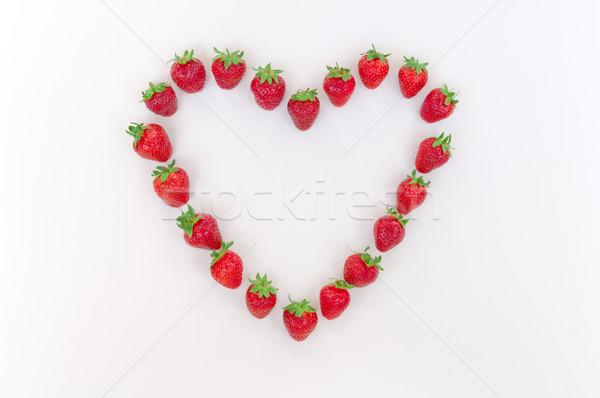 Serca truskawek biały truskawki odizolowany Zdjęcia stock © szabiphotography
