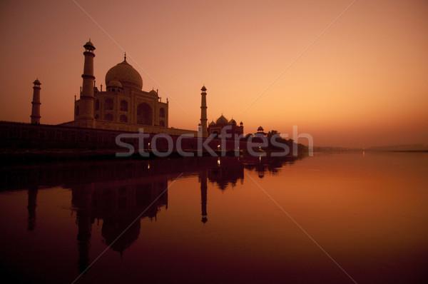 Taj Mahal coucher du soleil vue eau réflexion ciel Photo stock © szefei
