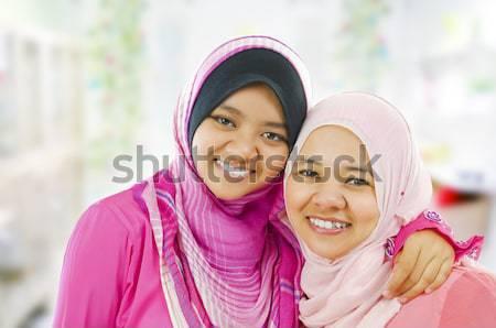 Moslim arts vulling spuit vrouwelijke medische Stockfoto © szefei