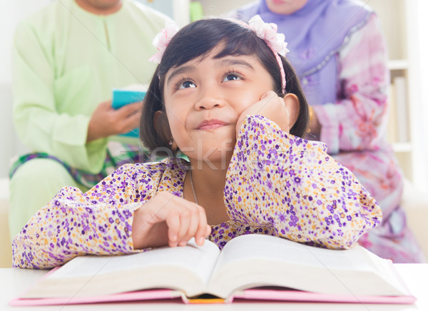 ázsiai család olvas könyv délkelet otthon Stock fotó © szefei
