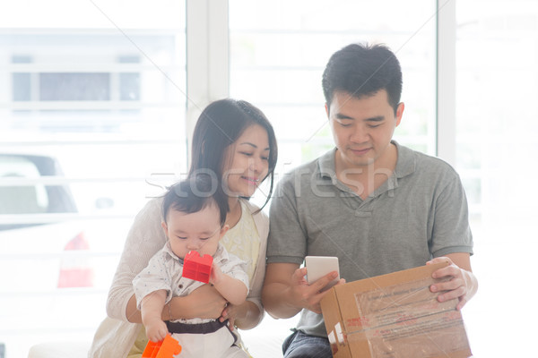 Chińczyk ojciec qr code szczęśliwy asian Zdjęcia stock © szefei