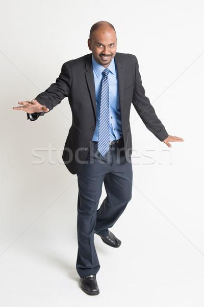 Indiai üzletemberek sétál egyensúly egészalakos üzletember Stock fotó © szefei