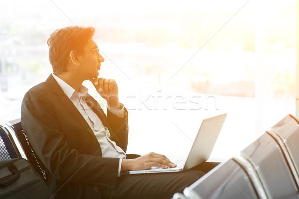 Iş gezisi havaalanı iş adamı dizüstü bilgisayar kullanıyorsanız bekleme uçuş Stok fotoğraf © szefei