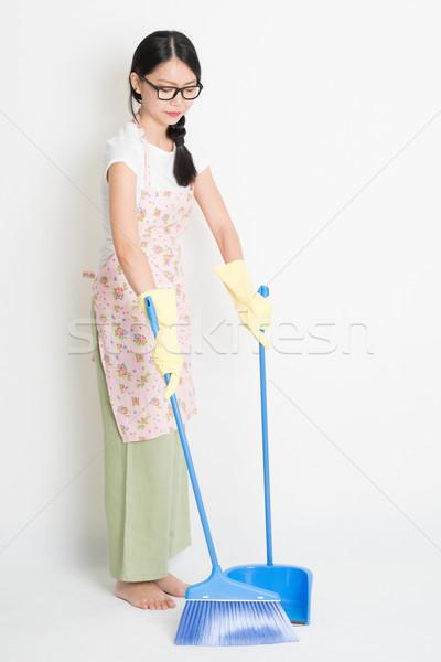 Donna pulizia piano ginestra giovani asian Foto d'archivio © szefei
