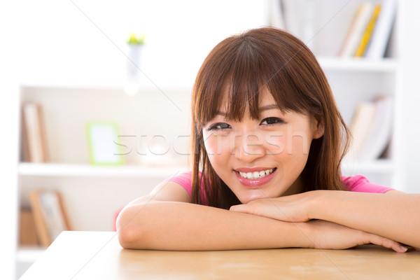 Hermosa Asia mujer jóvenes mujer sonriente casa Foto stock © szefei