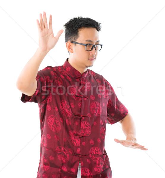 Tai chi délkelet ázsiai kínai férfi gyakorol Stock fotó © szefei