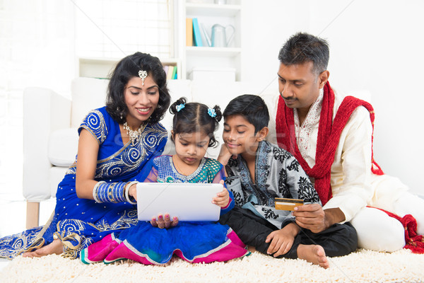 Stockfoto: Indian · familie · online · winkelen · asian · computer