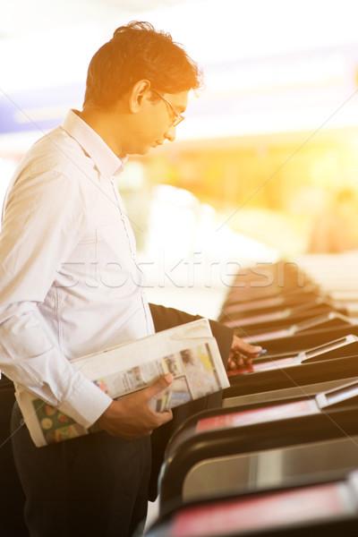Biznesmen stacja kolejowa asian indian wejście dotknąć Zdjęcia stock © szefei
