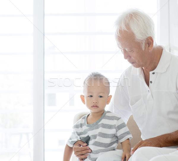 Nagyapa unoka portré ázsiai unoka otthon Stock fotó © szefei