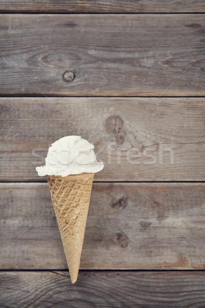 Melk ijs wafeltje kegel top Stockfoto © szefei